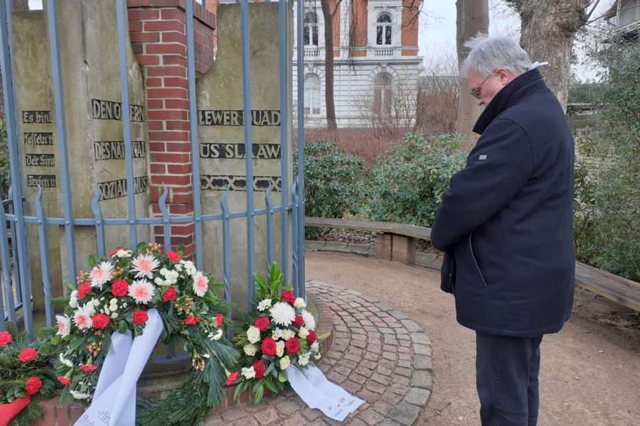 Hans-Dieter Helms gedenkt den Opfern des Holocaust